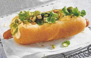Asia-Hotdog mit Gurkensalat