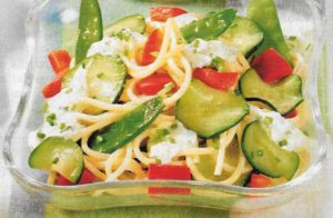 Knackiger Spaghettisalat
