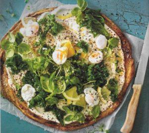 Blumenkohlpizza mit Wachteleiern