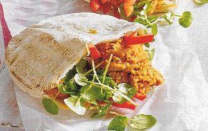 Pita-Brot mit Paprika-Hummus