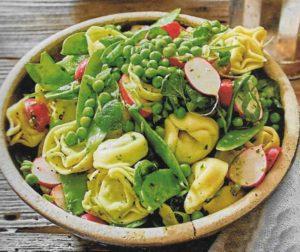 Tortellini-Salat mit buntem Gemüse