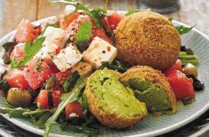 Falafel mit Melonen-Feta-Salat