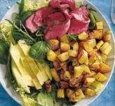 Rindfleisch mit Kartoffeln und Avocado